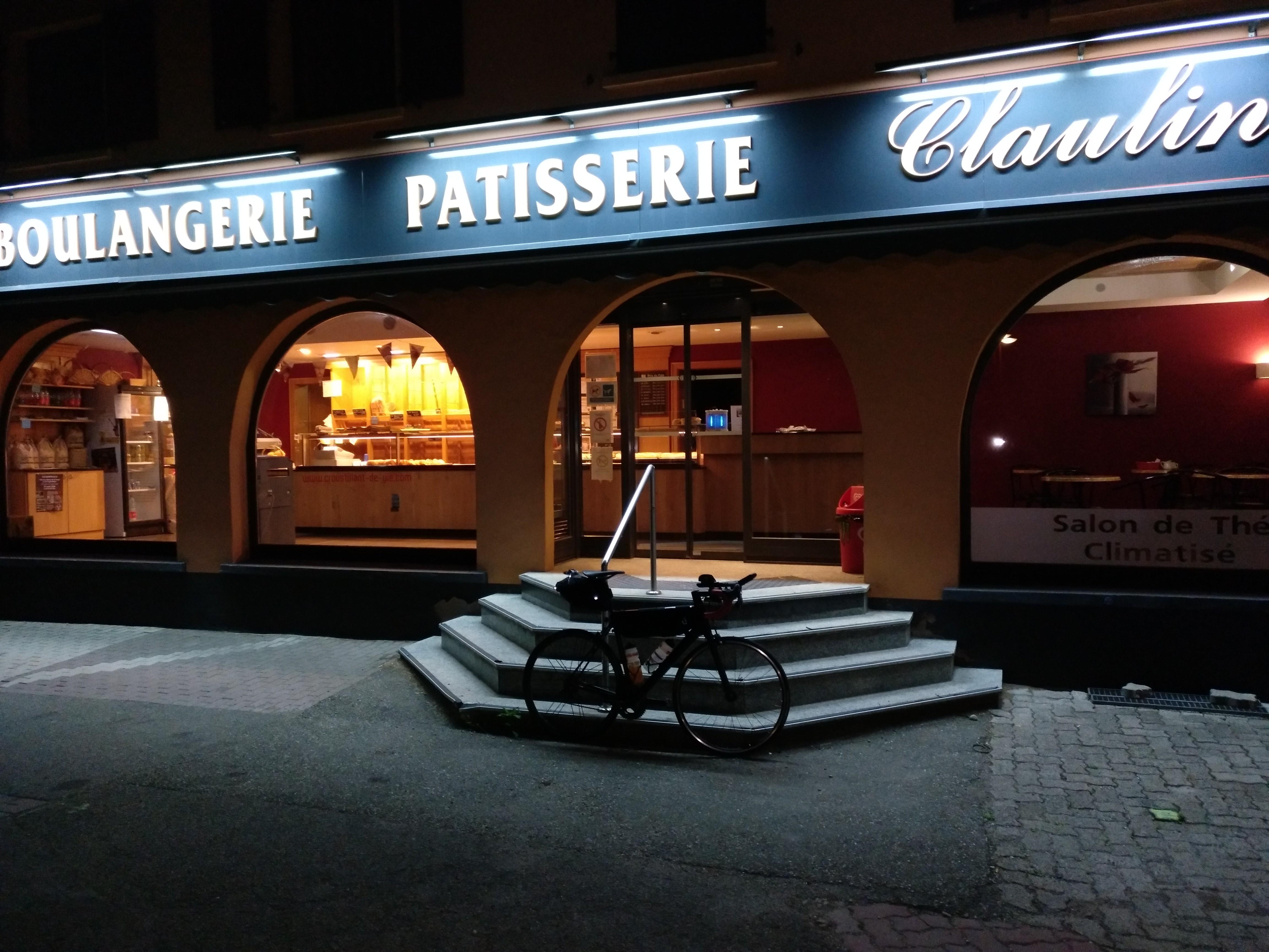 Eine Boulangerie in der Nacht verwöhnt mich.